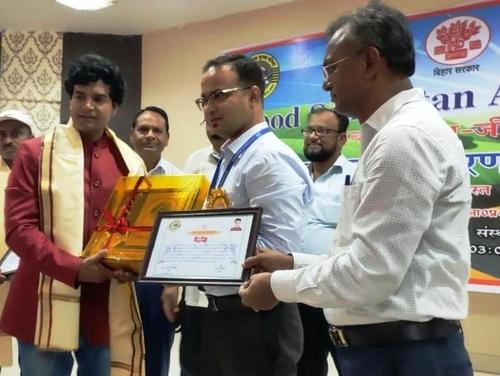 अभिनेता राजन कुमार - चार्ली - सड़क दुर्घटना में घायल महिला की जान बचाने के लिए - ए गुड सेमेरिटन'अवॉर्ड - से सम्मानित