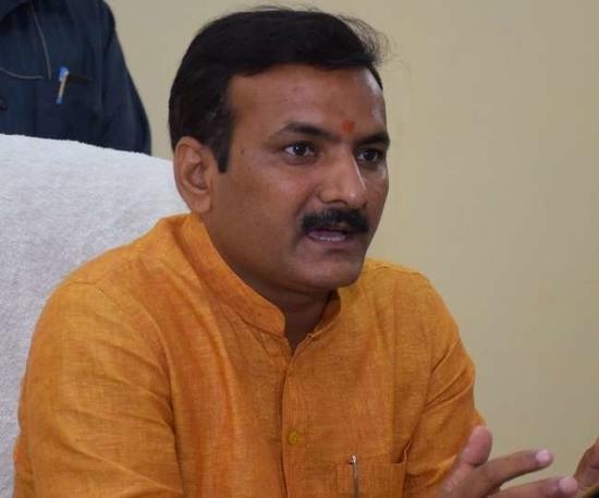 यूपी के शिक्षा मंत्री ने कहा, बीएसए ने मुझसे मांगी थी 20 हजार रुपये रिश्वत