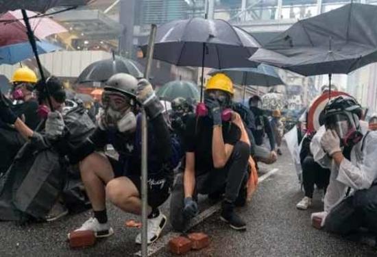 हांगकांग: प्रदर्शनकारियों का छात्रों से कक्षाओं के बहिष्कार का आह्वान