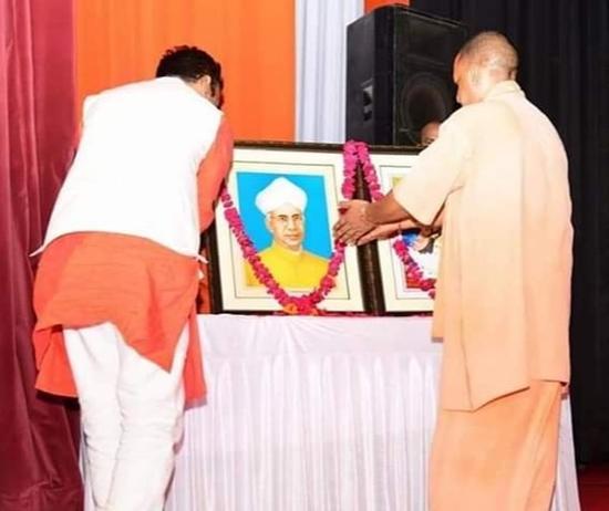 मुख्यमंत्री ने शिक्षक दिवस की पूर्व संध्या पर शिक्षक सम्मान समारोह में 49 प्राथमिक शिक्षकों को सम्मानित किया