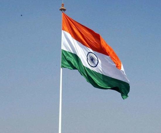 उदयपुर के इकबाल ने किया सबसे छोटा स्वर्ण तिरंगा बनाने का दावा