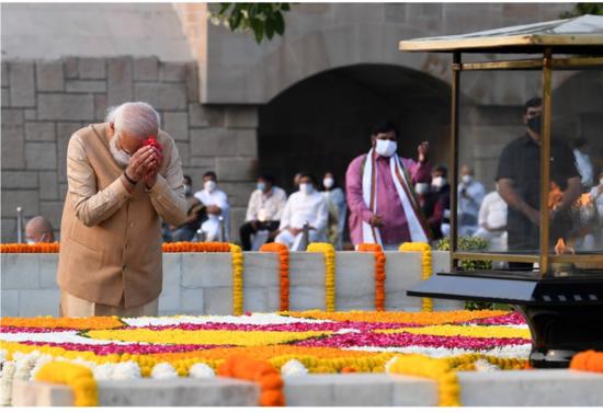 प्रधानमंत्री ने महात्मा गांधी की जयंती पर उन्हें श्रद्धापूर्वक नमन किया
