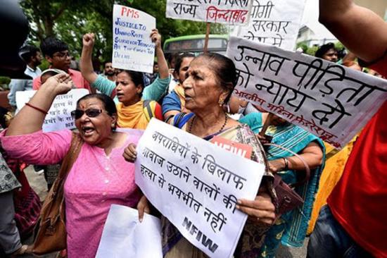 उन्नाव बलात्कार पीड़िता के परिवार ने भी अपनी बेटी के लिए मांगा हैदराबाद पीड़िता वाला इंसाफ